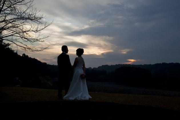 熊本県山鹿市 ロケ前撮り写真 オブサン古墳での夕暮れ二人のシルエット