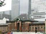 昔と今の背景が随分変わった東京駅