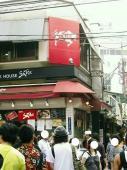 長蛇の列が出来るで有名な、松坂牛専門店。お目当ては、皆さん松坂牛のまん丸メンチカツ!!