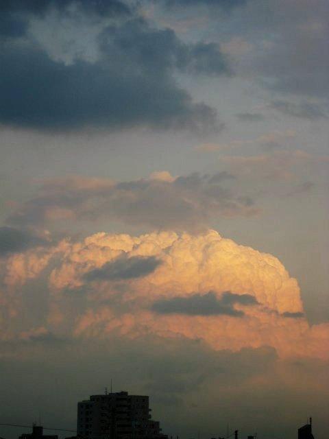 10月27日突如現れた入道雲