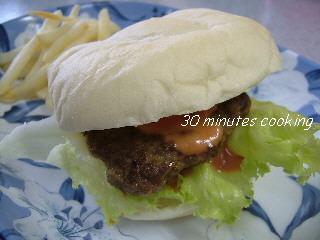 シンプルな手作りハンバーガー