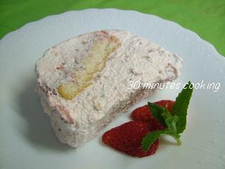 簡単☆苺クリームDEビスケットケーキ♪