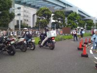 cm74_03_朝、駐車場