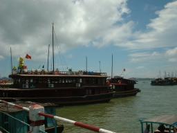 ハロン湾の港