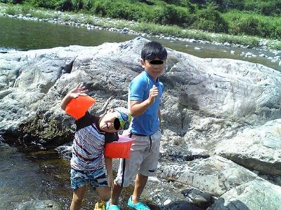 川遊び大好き