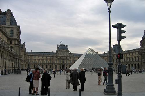 ルーブル美術館とガラスのピラミッド
