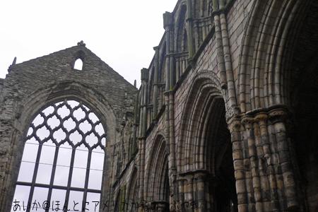 屋根がなくなってしまった大聖堂
