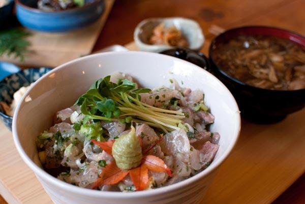 岩魚刺身丼