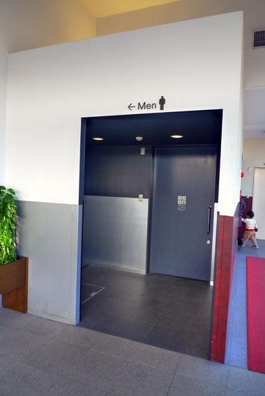 ハイウェイオアシス刈谷 デラックストイレ 入り口