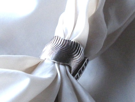 小さな石入り波模様のリング 005