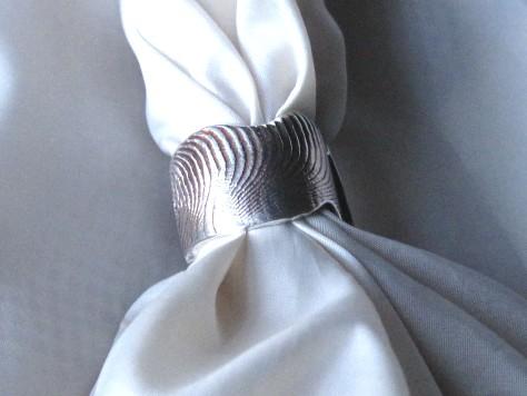 小さな石入り波模様のリング 004