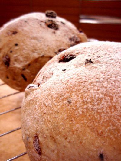 全粒粉のぶどうパン