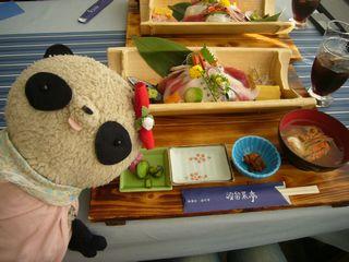 海鮮丼に舌鼓のB氏