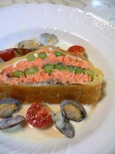 鮭とアスパラのパイ包み