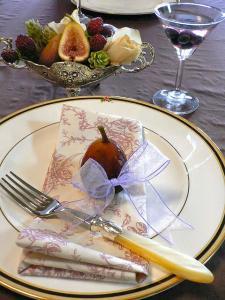 イチジク色のテーブル