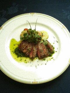 牛フィレ肉のグリーンソース