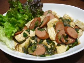 豆腐とソーセージの炒め物