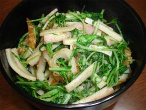 水菜とちくわの炒め物