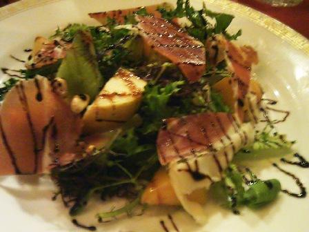 blog_生ハムと季節のフルーツサラダ261109