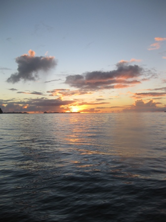 blog_夕日が海に沈みます311209