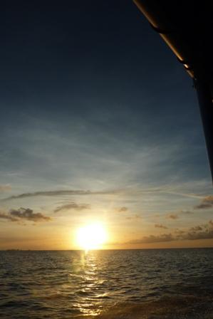 blog_夕陽を背に帰ります010110