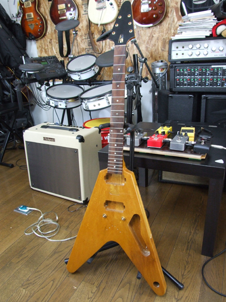 091003 flyingV 1 body