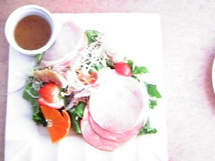 自家製ハムのサラダ