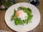 朝食の温泉卵のサラダ