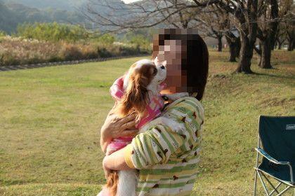 マイロママさんに抱っこしてもらっているリナちゃん