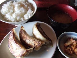 三粒餃子定食 550円