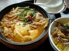 ガスト須頃店・特製辛口チゲ照り焼きチキン丼