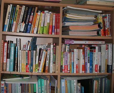 2F寝室の書架