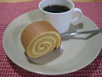 塩キャラメルロールとコーヒー