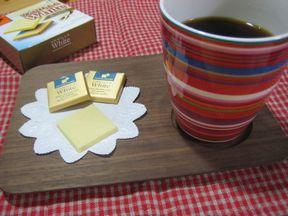 コーヒーとカレ・ド・ショコラ・バニラホワイト