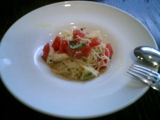 トマトと水牛モッツァレラの冷製カッペリーニ