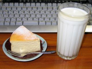 20061126_cake_milk.jpg