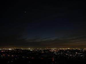 夜景と金星