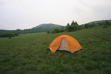 鎌ヶ池キャンプ場と勘違いした場所に張った伸二郎のテント