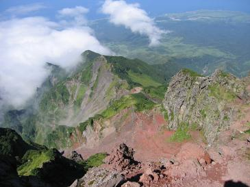 利尻岳登山 頂上より切り立つ稜線を望む
