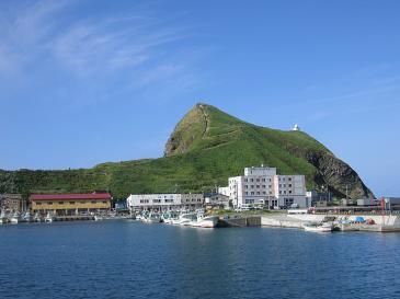 利尻島 鴛泊港から眺めるペシ岬