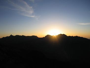 穂高から日が昇る 笠ヶ岳山頂より