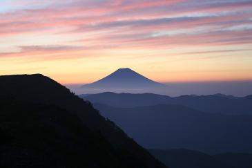 夜明けの富士 in 光小屋
