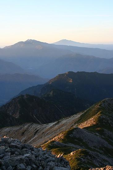 クリヤコースと焼岳、乗鞍、御岳 笠ヶ岳頂上より