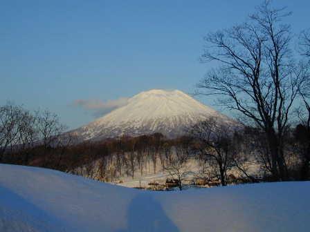 羊蹄山はいつ見てもキレイな山です。