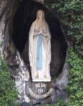 洞窟右上にある聖母さま