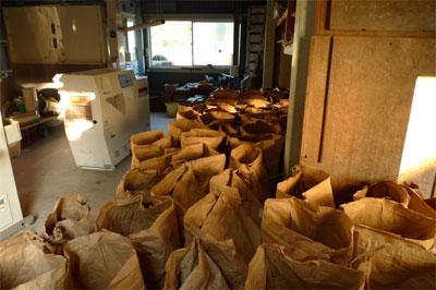 脱穀後の玄米。