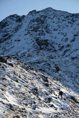 雪と岩のコントラスト