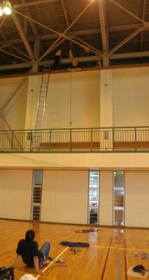 体育館で垂直下降