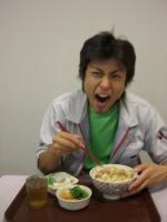 昼飯を食らう。