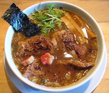 白ネ申 炙り軟骨叉焼麺